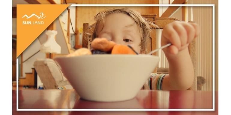 Когда давать сухофрукты детям и какую пользу они несут?